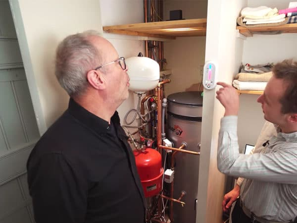 Mixergy- intelligent hot water storage with Robert Llewellyn