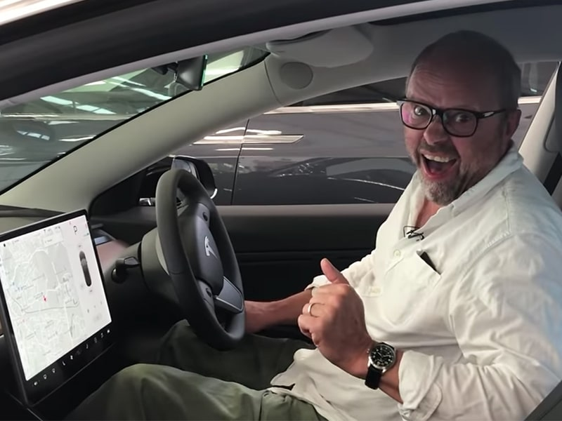 Robert Llewellyn - Oil, Batteries & Tesla Model 3