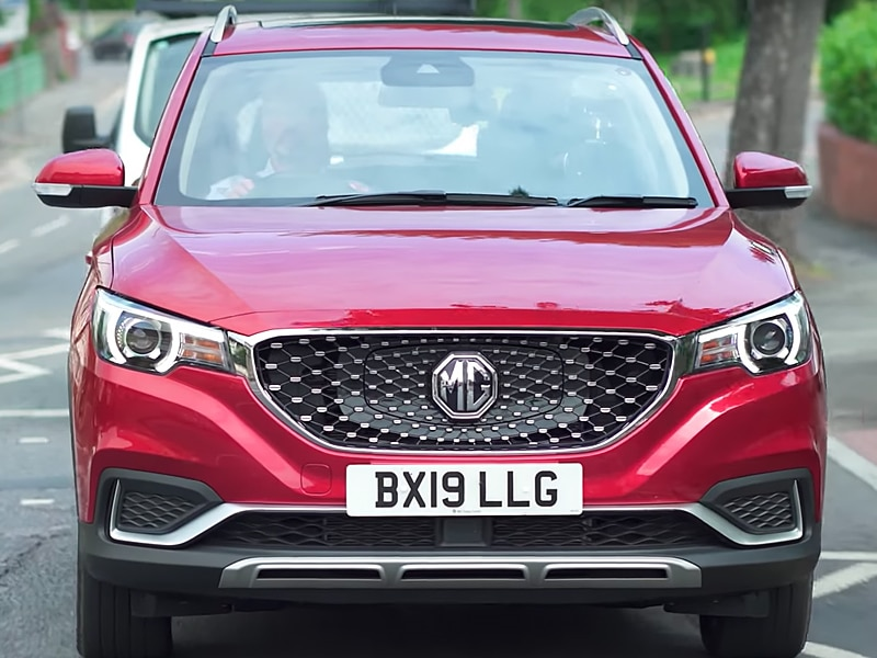 Mg ZS EV - Robert Llewellyn test drives the new MG ZS EV.
