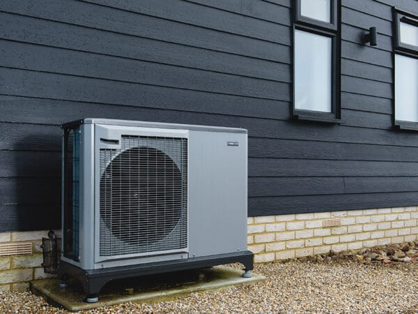 Low carbon heat pumps and achieve Net Zero can decarbonise heat and achieve Net Zero