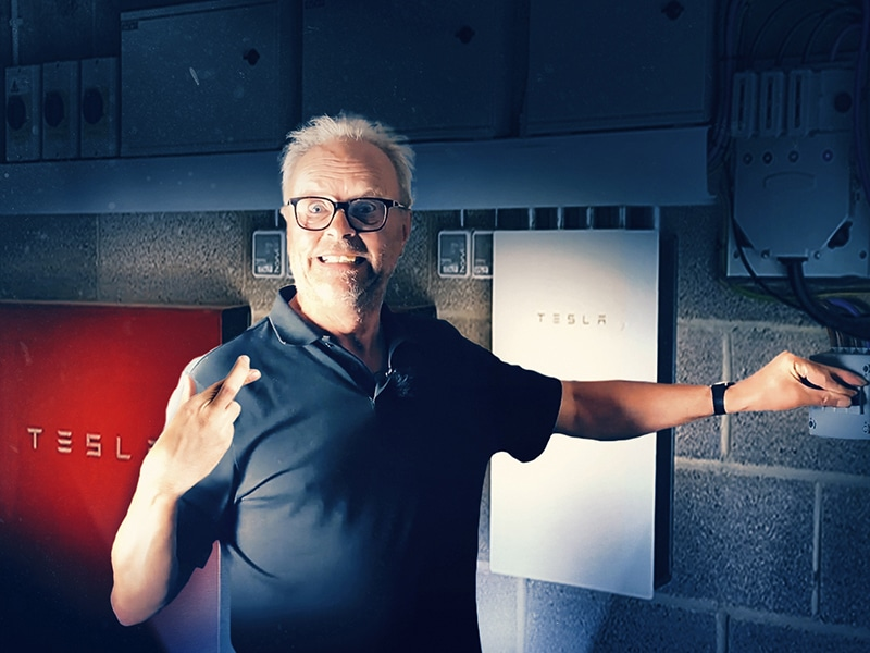 How quickly does Tesla Powerwall respond to a powercut? Robert Llewellyn Fully Charged