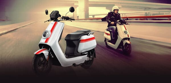 NIU – Is this the Tesla of Electric Scooters? Andy Torbet Fully Charged