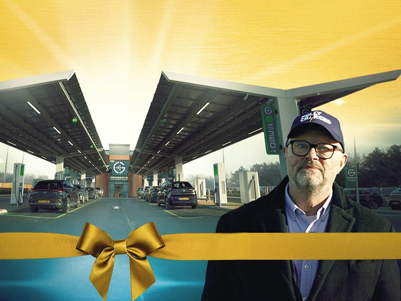 GRIDSERVE's Electric Forecourt WORLD EXCLUSIVE - Robert Llewellyn Fully Charged