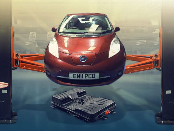 New Batteries for Old EVs – 150% more range for a Nissan LEAF - Robert Llewellyn Fully Charged